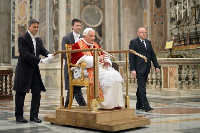 pope benedict procession